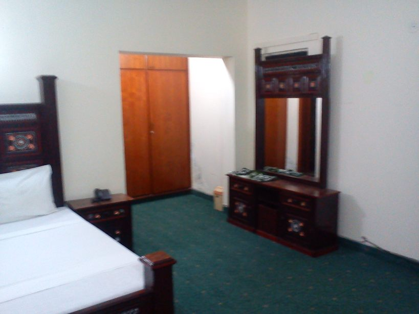 Decent Palace Guest House Lahore